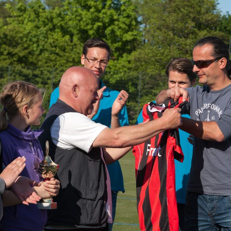 Das Benefiz-Fußballturnier Eschborn Cup. Gemeinsam gutes tun.