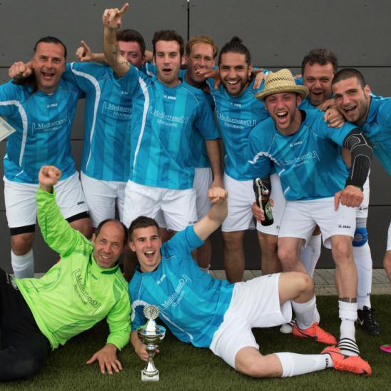 Fußballturnier Eschborn Cup 2013: Siegermannschaft des Benefiz-Fußballturniers