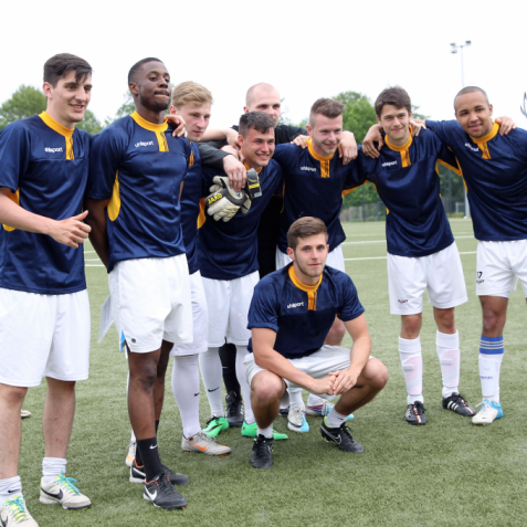 Fußballturnier Eschborn Cup 2015: Siegermannschaft des Benefiz-Fußballturniers